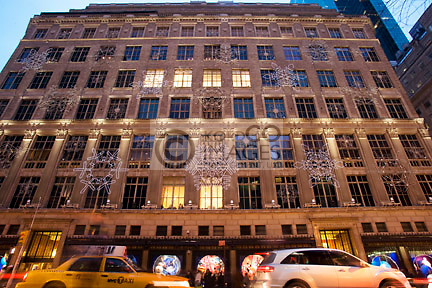 GIANT SNOW FLAKES CHRISTMAS SAKS DEPARTMENT STORE LIGHT DISPLAY FIFTH AVENUE MANHATTAN  NEW YORK CITY USA