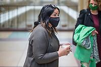 """Sitzung des Ausschuss fuer Gesundheit, Pflege und Gleichstellung des Berliner Abgeordnetenhaus am Montag den 4. Mai 2020.<br /> Auf der Tagesordnung standen die Themen """"Bewaeltigung der Corona-Krise"""" und """"Haeusliche Gewalt waehrend der Corona-Krise""""<br /> Im Bild: Gesundheitssenatorin Dilek Kalayci (SPD) kommt mit einer Nase-Mund-Schutzmaske zur Ausschusssitzung.<br /> 4.5.2020, Berlin<br /> Copyright: Christian-Ditsch.de<br /> [NUR FUER REDAKTIONELLE ZWECKE! Werbung nur auf Anfrage beim Fotografen. Inhaltsveraendernde Manipulation des Fotos nur nach ausdruecklicher Genehmigung des Fotografen. Vereinbarungen ueber Abtretung von Persoenlichkeitsrechten/Model Release der abgebildeten Person/Personen liegen nicht vor. NO MODEL RELEASE! Don't publish without copyright Christian-Ditsch.de, Veroeffentlichung nur mit Fotografennennung, sowie gegen Honorar, MwSt. und Beleg. Konto: I N G - D i B a, IBAN DE58500105175400192269, BIC INGDDEFFXXX, Kontakt: post@christian-ditsch.de<br /> Bei der Bearbeitung der Dateiinformationen darf die Urheberkennzeichnung in den EXIF- und  IPTC-Daten nicht entfernt werden, diese sind in digitalen Medien nach §95c UrhG rechtlich geschuetzt. Der Urhebervermerk wird gemaess §13 UrhG verlangt.]"""