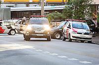 SÃO PAULO, SP, 26.03.2016 - CRIME-SP - Gate realiza operação de desativação de objeto suspeito de bomba na Teodoro Sampaio com Benedito Calixto na região oeste da cidade de São Paulo neste sábado, 26. (Foto: William Volcov/Brazil Photo Press)