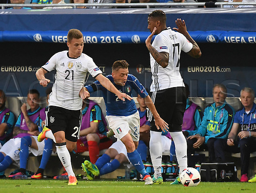 02.07.2016. Bordeaux, France. 2016 European football championships. Quarterfinals match. Germany versus Italy.  Joashua Kimmich (ger) close out Emanuele Giaccherini (Italy) with help from Jerome Boateng (ger)