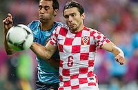GDANSK, POLONIA, 18 JUNHO 2012 - EURO 2012 - ESPANHA X CROACIA - Alvaro Arbeloa (E)  jogador da Espanha durante lance partida contra Danijel Pranjic  da Croacia pela terceira rodada do Grupo C da Euro 2012 em Gdansk na Polonia , nesta segunda-feira , 18. (FOTO: PIXATHLON / BRAZIL PHOTO PRESS)
