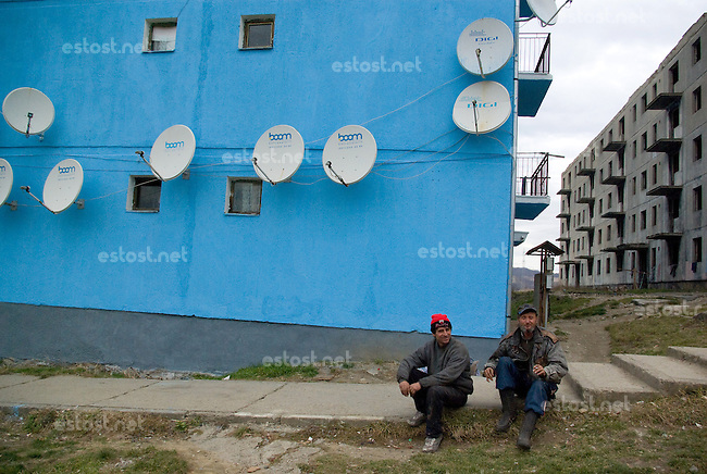 ROMANIA, 12.2008, Copsa Mica..Unemployed people sits in front of their houses, Copsa Mica, Sibiu county, Romania..© Egyed Ufo Zoltan / Est&Ost Photography