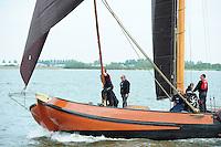 SKUTSJESILEN: LEMMER: Lemster Baai, 18-05-2012, Lemmer Ahoy, skûtsjesilen, skûtsje Langweer, Ut 'e Striid, Bemanning, ©foto Martin de Jong