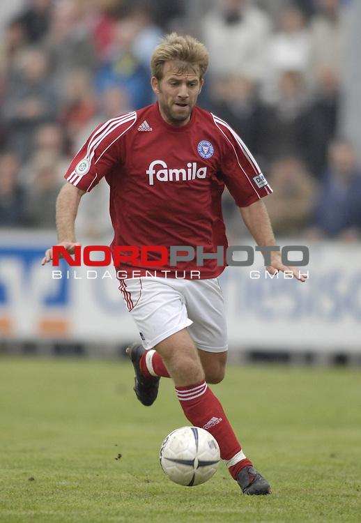 RLN 2006/2007 - 11.Spieltag Hinrunde Kickers Emden - Holstein Kiel 0:0<br /> Christian Mikolajczak (Kiel)<br /> <br /> <br /> Foto &copy; nordphoto *** Local Caption *** Foto ist honorarpflichtig! zzgl. gesetzl. MwSt.<br /> <br /> Belegexemplar erforderlich