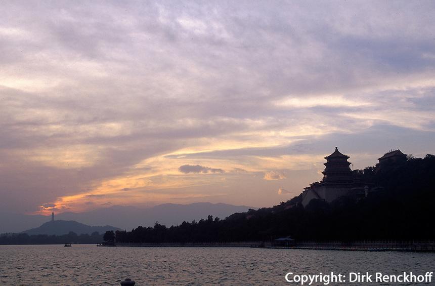 Jadegürtel-Pagode, Kunming-See im Sommerpalast (Yihe Yuan)  in Peking, China, Unesco-Weltkulturerbe