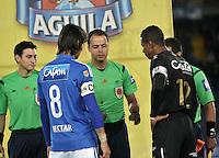 BOGOTA - COLOMBIA - 21 - 07 - 2016: Gustavo Gonzalez, arbitro, con Rafael Robayo (Izq.) de Millonarios y Jose F Cuadrado (Der.) de Once Caldas, antes de partido adelantado de la fecha 11 entre Millonarios y Once Caldas, de la Liga Aguila II-2016, jugado en el estadio Nemesio Camacho El Campin de la ciudad de Bogota.  / Gustavo Gonzalez, referee, with Rafael Robayo (L) of Millonarios and Jose F Cuadrado (R) of Once Caldas, before an advance match between Millonarios and Once Caldas, for the date 11 of the Liga Aguila II-2016 at the Nemesio Camacho El Campin Stadium in Bogota city, Photo: VizzorImage / Luis Ramirez / Staff.