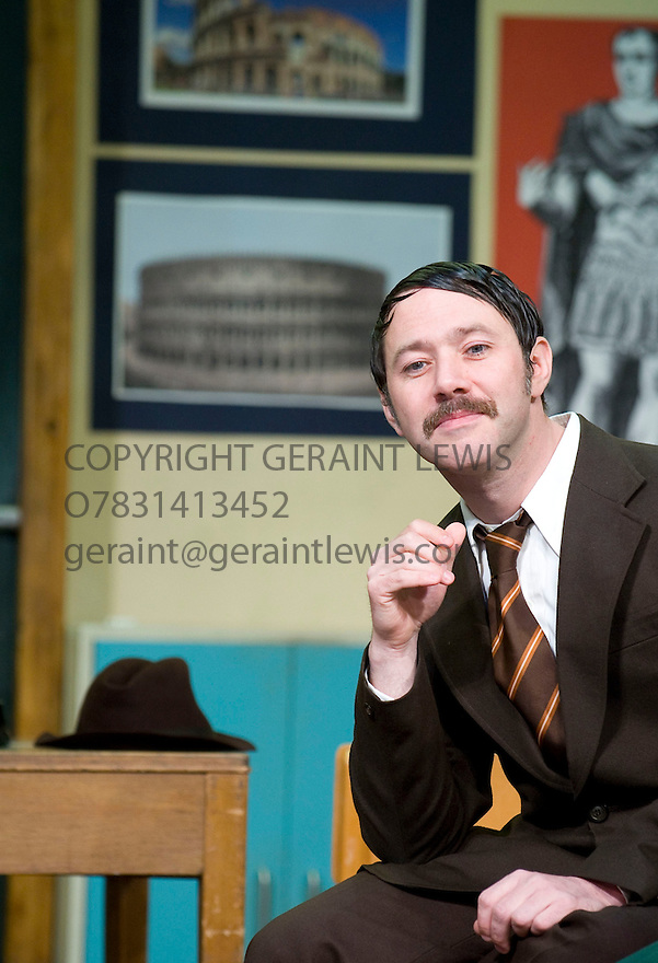 Comedians by Trevor Griffiths,directed by Sean Holmes.With Reece Shearsmith as Phil Murray.Opens at The Lyric Theatre Hammersmith on on 14/10/09.  Credit Geraint Lewis
