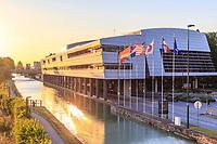 France, Marne (51), Reims, Centre des congrès le long du canal de la Marne à l'Aisne (architecte Claude Vasconi)