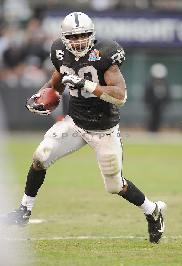 Oakland Raiders Darren McFadden (20) in action during a game against the Chiefs on December 16, 2012 at O.co Coliseum in Oakland, CA. The Raiders beat the Chiefs 15-0.