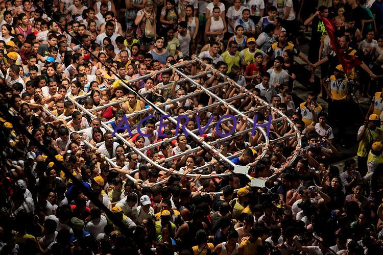 PA - CIRIO/TRASLADACAO-CIDADE - ** ATENCAO, EDITOR: FOTO EMBARGADA PARA VEICULOS DO ESTADO DO PARA ** das 12  romarias oficiais do Cirio de Nazare a Trasladacao Imagem Peregrina segue em procissao luminosa pelas principais ruas da capital, sendo acompanhada por uma multidao de mais 1 milhao de romeiros, ate a chegada na Catedral Metropolitana de Belem, no final da noite. Uma das maiores procissões catolicas do Brasil, o Círio de Nazare, ganhou o titulo de patrimonio cultural imaterial da humanidade,.neste sabado(11).<br /> Foto: TARSO SARRAF Cirio de Nazaré