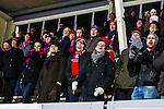 Uppsala 2013-11-20 Bandy Elitserien IK Sirius - Edsbyns IF :  <br /> Edsbyn supportrar p&aring; l&auml;ktaren p&aring; Studenternas &auml;r glada i samband Edsbyn Mattias Hammarstr&ouml;m gjort 6-1 <br /> (Foto: Kenta J&ouml;nsson) Nyckelord:  supporter fans publik supporters glad gl&auml;dje lycka leende ler le