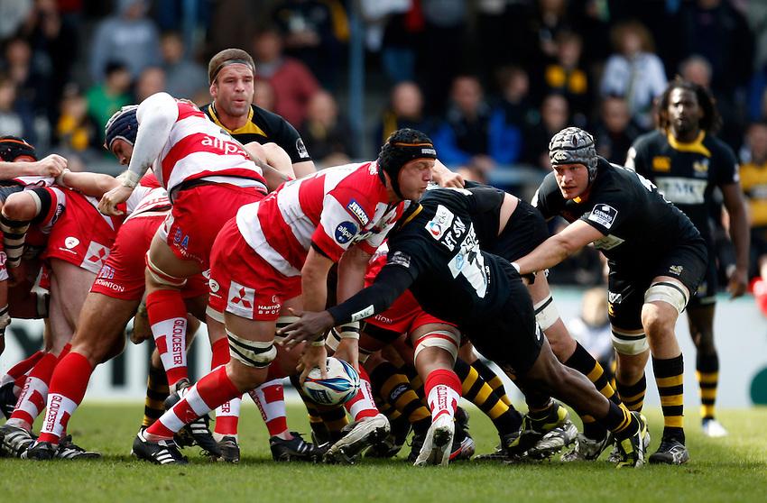 Photo: Richard Lane/Richard Lane Photography. London Wasps v Gloucester Rugby. Amlin Challenge Cup Quarter Final. 11/04/2010. Gloucester's Adam Eustace passes.