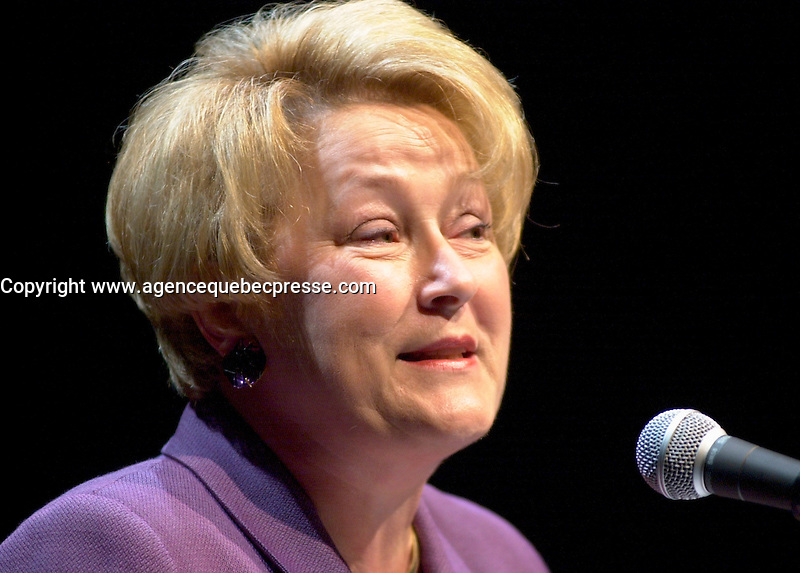 Dec 10, 2001, Montreal, Quebec, Canada<br />   <br /> Quebec Minister of Finance Louise Marois speak at the launch of Hexagram, December 10th 2001 in Montreal, CANADA<br /> <br /> (Photo by Pierre Roussel - Images Distribution)<br /> ON SPEC<br /> NOTE l Nikon D-1 jpeg opened with Qimage icc profile, saved in Adobe 1998 RGB.