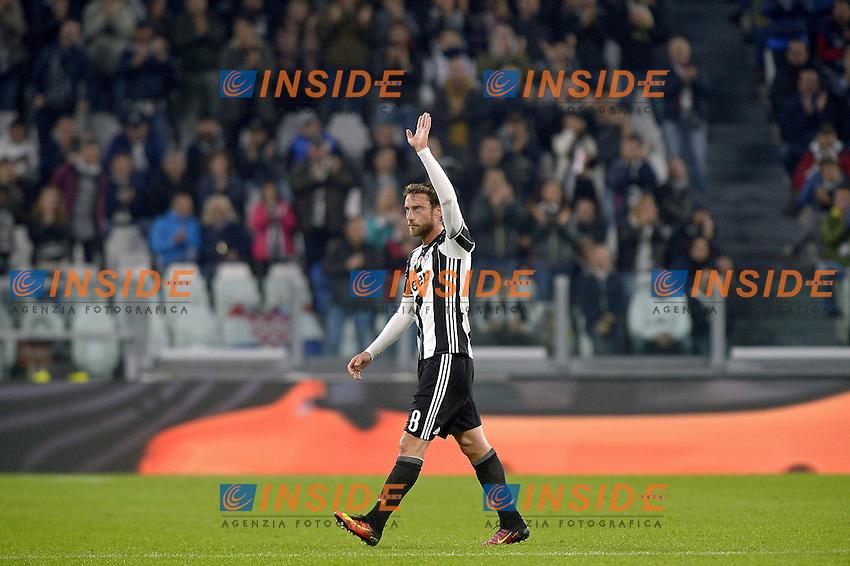 Claudio Marchisio Juventus esce applaudito,<br /> Torino 26-10-2016, Juventus Stadium, Football Calcio 2016/2017 Serie A, Juventus - Sampdoria, Foto Filippo Alfero/Insidefoto