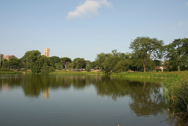 Minnesota, Twin Cities, Minneapolis-Saint Paul: Loring Park and lake in Minneapolis..Photo mnqual227-75130..Photo copyright Lee Foster, www.fostertravel.com, 510-549-2202, lee@fostertravel.com.
