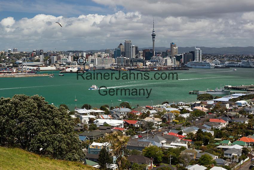 New Zealand, North Island, Auckland: View to Auckland from Mount Victoria in Devonport | Neuseeland, Nordinsel, Auckland: Skyline gesehen vom Mount Victoria in Devonport