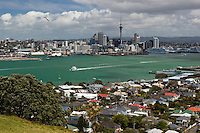 New Zealand, North Island, Auckland: View to Auckland from Mount Victoria in Devonport | Neuseeland, Nordinsel, Auckland: Skyline gesehen vom Mount Victoria in Devonport