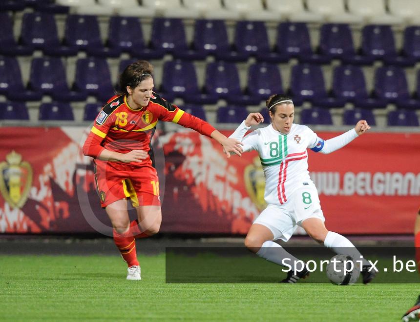 Belgian Red Flames - Portugal (31/10/2013) :<br /> Dribble van Edite Fernandes (R) op Maud Coutereels (L)<br /> foto Dirk Vuylsteke / nikonpro.be