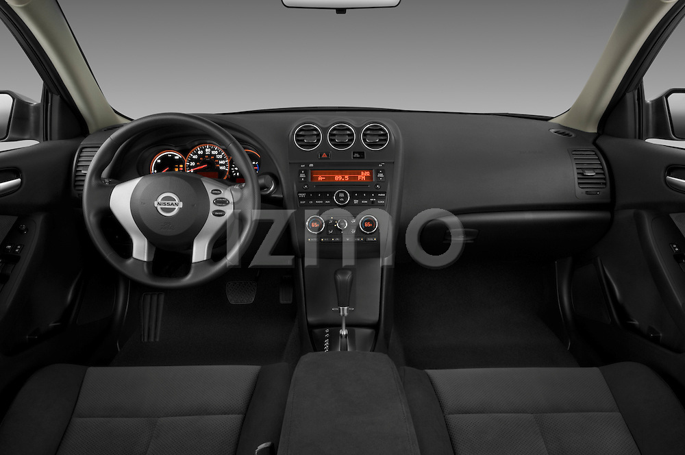 Straight dashboard view of a 2009 Nissan Altima Hybrid