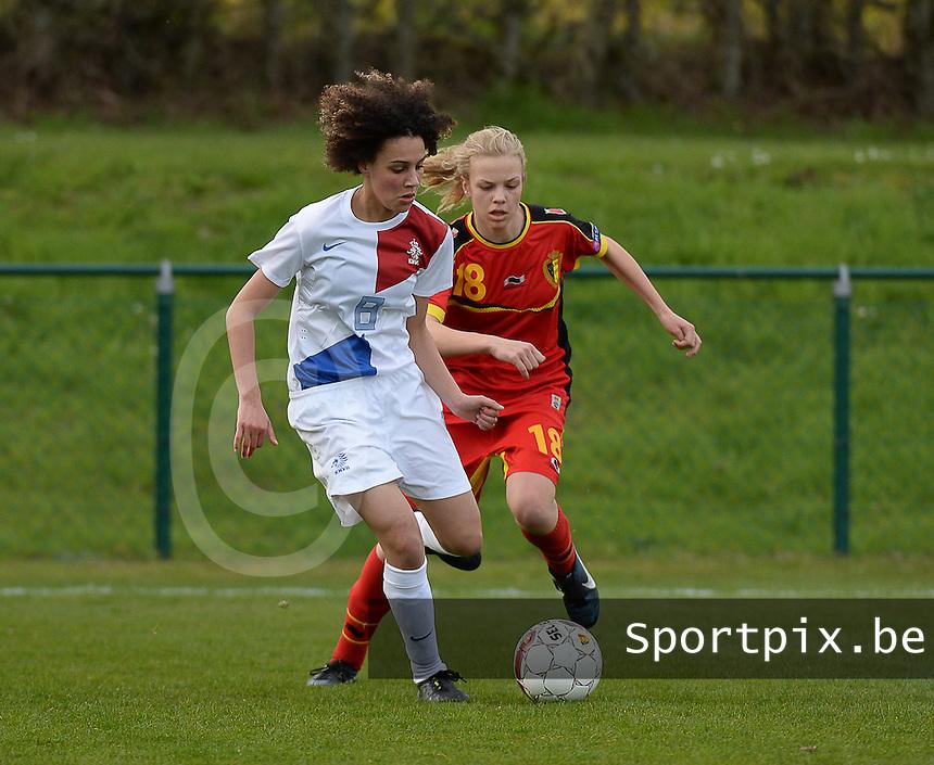 Women U15 : Belgian Red Flames - Nederland :<br /> <br /> duel tussen Zo&iuml; van der Ven (L) en Sarah Wijnants (R)<br /> <br /> foto Dirk Vuylsteke / Nikonpro.be