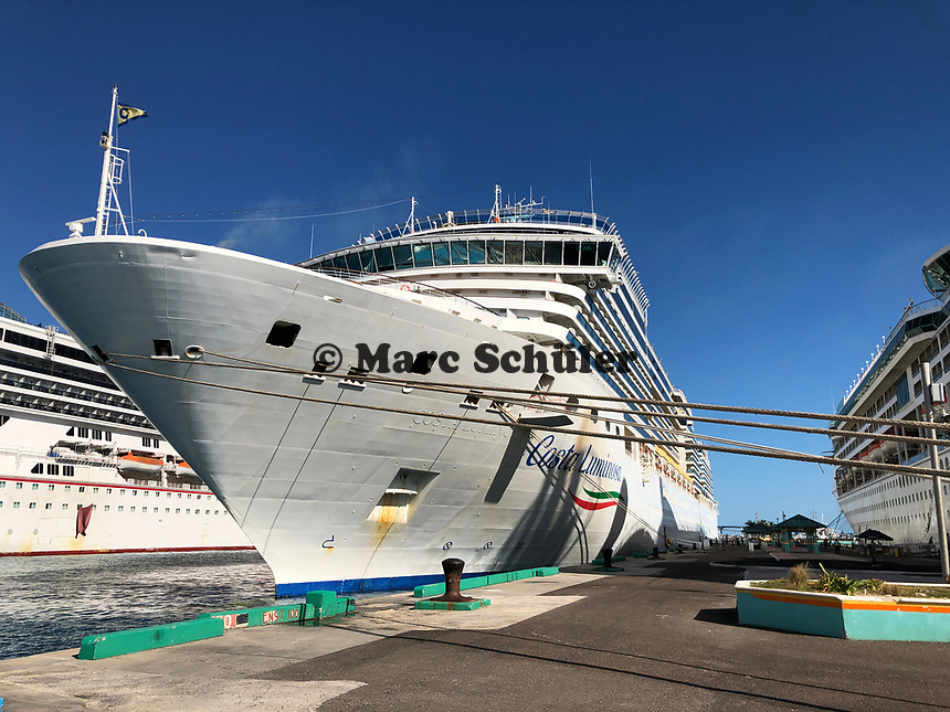 Costa Luminosa im Hafen von Nassau, Bahamas - 26.01.2020: Nassau