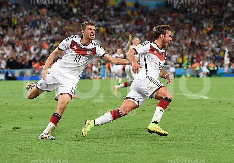 FUSSBALL WM 2014                FINALE Deutschland - Argentinien     13.07.2014 Thomas Mueller (li, Deutschland) und  Torschuetze Mario Goetze (re., beide Deutschland) jubeln nach dem 1:0