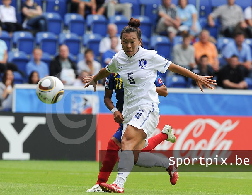 Korea Republic - Colombia : Liana Salazar in duel met Yeonga Jeong (6)<br /> foto David Catry / nikonpro.be