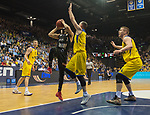 14.04.2018, EWE Arena, Oldenburg, GER, BBL, EWE Baskets Oldenburg vs s.Oliver W&uuml;rzburg, im Bild<br /> Maxime DeZEEUW (EWE Baskets Oldenburg #12),Karsten TADDA (EWE Baskets Oldenburg #9)<br /> Rasid MAHALBASIC (EWE Baskets Oldenburg #24)<br /> Abdul GADDY (s.Oliver W&uuml;rzburg #3 )<br /> Foto &copy; nordphoto / Rojahn