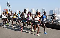 Nederland  Rotterdam  2017 04 09.  De Marathon van Rotterdam. Kopgroep rent over de Erasmusbrug.  Berlinda van Dam / Hollandse Hoogte