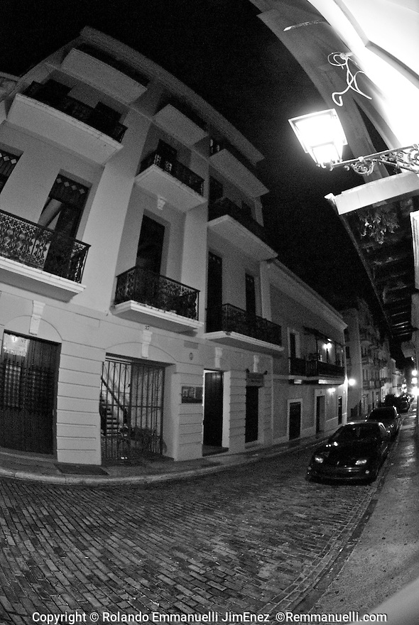 Por las calles del Viejo San Juan&hellip; #streetphotography #fotografiacallejera #sanjuan #viejosanjuan #remmanuelli <br /> http://www.remmanuelli.com<br /> <br /> Original photographs of magnificent places, people, nature and landmarks from Puerto Rico. The images are available for download or printing at http://www.remmanuelli.com. Rolando Emmanuelli-Jim&eacute;nez is a Puerto Rican attorney and photographer who specializes in Puerto Rican scenery, culture and people. He has been practicing this art since childhood and has won contest prizes and recognition for his art. Images are usually printed and shipped within 2 business days, less if expedited shipping is chosen. You will be notified via email when the order has shipped including a tracking number if already available.