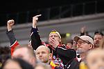 DEG-Fans regen sich ueber einseitige Schiedsrichterentscheidungen auf<br /> im DEL-Spiel der Duesseldorfer EG gegen die Adler Mannheim (05.01.2020). beim Spiel in der DEL, Duesseldorfer EG (blau) - Adler Mannheim (weiss).<br /> <br /> Foto © PIX-Sportfotos *** Foto ist honorarpflichtig! *** Auf Anfrage in hoeherer Qualitaet/Aufloesung. Belegexemplar erbeten. Veroeffentlichung ausschliesslich fuer journalistisch-publizistische Zwecke. For editorial use only.