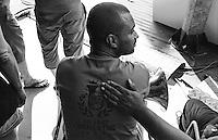Festival di trombe e ottoni di Guca (Cacak). Durante le prove, il conforto e incoraggiamento di un musicista che poggia la mano sulla schiena di un compagno di banda --- Trumpet festival of Guca (Cacak). During rehearsals, the incouragement and comfort of a musician who puts the hand on the back of a band's mate