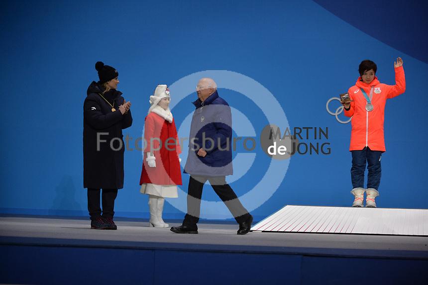 OLYMPIC GAMES: PYEONGCHANG: 15-02-2018, Medals Plaza, Victories Ceremony, Podium 1000m Ladies Long Track Speed Skating, Nao Kodaira (JPN), Roland Maillard (ISU), ©photo Martin de Jong