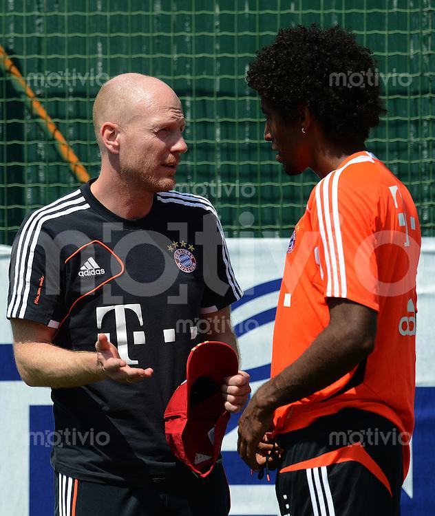 Fussball 1. Bundesliga:  Saison  Vorbereitung 2012/2013     Trainingslager des FC Bayern Muenchen 19.07.2012 Sportvorstand Matthias Sammer  mit Dante (v.li., FC Bayern Muenchen)