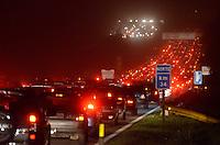 SÃO PAULO, SP, 09 DE SETEMBRO DE 2012 - TRANSITO VOLTA DO FERIADO: Trânsito congestionado na rodovia dos Imigrantes, sentido São Paulo, altura do KM34 por volta das 20:00. FOTO: LEVI BIANCO - BRAZIL PHOTO PRESS