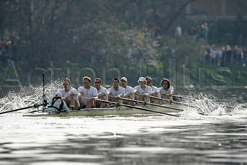 7 April 2007: Cambridge University Crew rowing towards the finish of the 153rd University Boat Race at Mortlake, London. Photo: Glyn Kirk/Actionplus....070407 rowing rower thames varsity