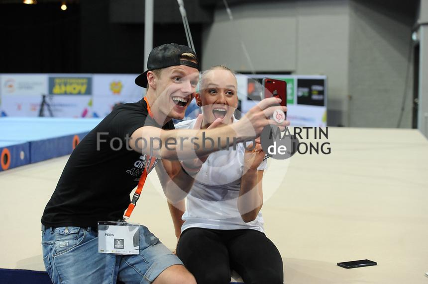 TURNEN: ROTTERDAM: 18-06-2017, NK Fantastic Gymnastics, YouTube-vlogger Enzo Knol en Sanne Wevers, ©foto Martin de Jong