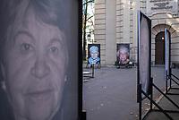 """Freiluftausstellung """"Gegen das Vergessen"""" in Berlin-Mitte.<br /> Mehr als 200 Ueberlebenden begegnete Fotograf und Filmemacher Luigi Toscano in den vergangenen zwei Jahren. Dafuer reiste er quer durch Deutschland, Russland, Ukraine, Israel und in die USA. Jetzt werden die Portraets von 50 Ueberlebenden erstmals in Berlin gezeigt. Vom vom 9. November zum 26.November 2017 ist das einmalige erinnerungspolitische Kunst- und Kulturprojekt """"Gegen das Vergessen"""" auf dem Gelaende der Sophienkirche zu sehen.<br /> Im Bild: <br /> 7.11.2017, Berlin<br /> Copyright: Christian-Ditsch.de<br /> [Inhaltsveraendernde Manipulation des Fotos nur nach ausdruecklicher Genehmigung des Fotografen. Vereinbarungen ueber Abtretung von Persoenlichkeitsrechten/Model Release der abgebildeten Person/Personen liegen nicht vor. NO MODEL RELEASE! Nur fuer Redaktionelle Zwecke. Don't publish without copyright Christian-Ditsch.de, Veroeffentlichung nur mit Fotografennennung, sowie gegen Honorar, MwSt. und Beleg. Konto: I N G - D i B a, IBAN DE58500105175400192269, BIC INGDDEFFXXX, Kontakt: post@christian-ditsch.de<br /> Bei der Bearbeitung der Dateiinformationen darf die Urheberkennzeichnung in den EXIF- und  IPTC-Daten nicht entfernt werden, diese sind in digitalen Medien nach §95c UrhG rechtlich geschuetzt. Der Urhebervermerk wird gemaess §13 UrhG verlangt.]"""