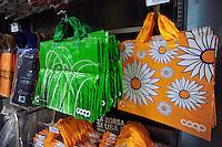Roma.Ipermercato Coop Casilino.Coop Hypermarket Casilino. Roma.Borse riutilizzabili,per la spesa..