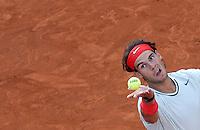 Lo spagnolo Rafael Nadal al servizio durante gli Internazionali d'Italia di tennis a Roma, 18 Maggio 2013..Spain's Rafael Nadal serves the ball during the Italian Open Tennis tournament ATP Master 1000 in Rome, 18 May 2013.UPDATE IMAGES PRESS/Riccardo De Luca