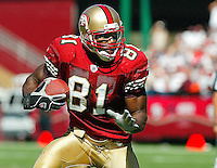 Terrell Owens In an NfFL game played at 3 Comm Park between the St Louis Rams and the San Francisco 49ers. Where the 49ers beat the Rams 37-13