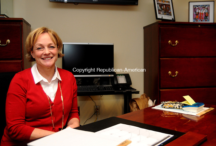 TORRINGTON, CT, 26 NOV 13- 112613AJ01- Mayor-elect Elinor C. Carbone settles into her new office in City Hall. Alec Johnson/ Republican-American