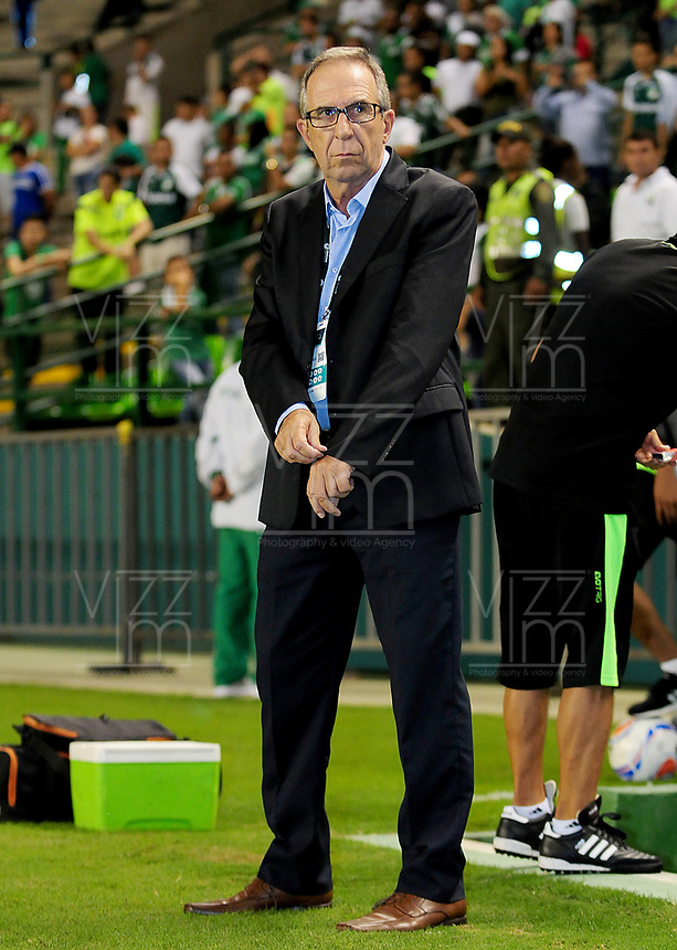 PALMIRA - COLOMBIA, 02-05-2018: Gerardo Pelusso técnico de Deportivo Cali gesticula durante partido con Atlético Nacional por la fecha 14 de la Liga Águila II 2017 jugado en el estadio Palmaseca de la ciudad de Palmira. / Gerardo Pelusso of Deportivo Cali gestures during the match agaisnt Atletico Nacional for the date 14 of the Aguila League II 2017 played at Palmaseca stadium in Palmira city.  Photo: VizzorImage/ Nelson Rios / Cont