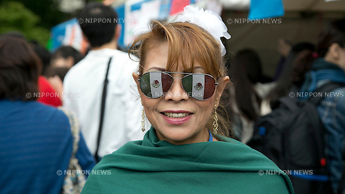 "May 5, 2013, Tokyo, Japan - A woman wearing sunglasses with Mexican flag at ""Cinco de Mayo"" festival in Tokyo. ""Cinco de Mayo"" festival was held in Japan for the first time to celebrate all of the Americas from May 3 to 4 at Yoyogi Park. This is originally one of the biggest Latin festival in USA. (Photo by Rodrigo Reyes Marin/AFLO)"