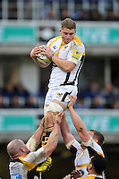 Thomas Young of Wasps wins the ball at a lineout. Aviva Premiership match, between Bath Rugby and Wasps on February 20, 2016 at the Recreation Ground in Bath, England. Photo by: Patrick Khachfe / Onside Images