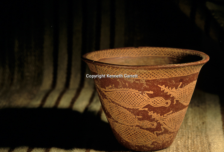 Predynastic pottery depicting crocodiles in the Nile, Nadaqa I culture, Egypt of the Pharaohs