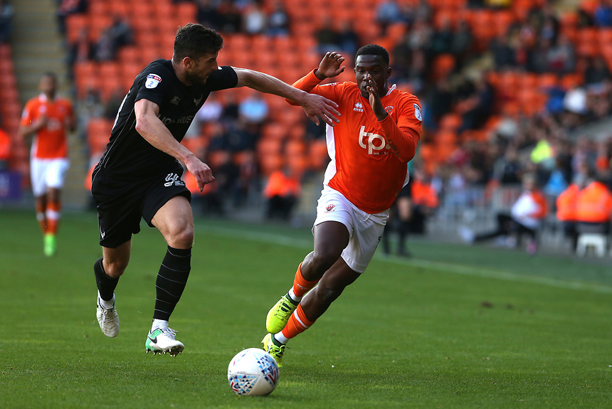 Blackpool's Viv Solomon-Otabor battles with Oxford United's John Mousinho<br /> <br /> Photographer Stephen White/CameraSport<br /> <br /> The EFL Sky Bet League One - Blackpool v Oxford United - Saturday 16th September 2017 - Bloomfield Road - Blackpool<br /> <br /> World Copyright &copy; 2017 CameraSport. All rights reserved. 43 Linden Ave. Countesthorpe. Leicester. England. LE8 5PG - Tel: +44 (0) 116 277 4147 - admin@camerasport.com - www.camerasport.com
