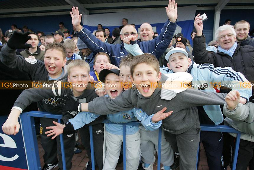Grays Athletic Football Club Fans - 12/03/05 - MANDATORY CREDIT: Gavin Ellis/TGSPHOTO - SELF-BILLING APPLIES WHERE APPROPRIATE. NO UNPAID USE -  Tel: 0845 0946026