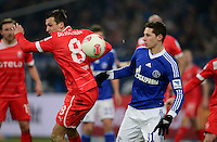 FUSSBALL   1. BUNDESLIGA   SAISON 2012/2013    23. SPIELTAG FC Schalke 04 - Fortuna Duesseldorf                        23.02.2013 Robert Tesche (li, Duesseldorf) gegen Julian Draxler (re, FC Schalke 04)