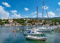 Croatia, Kvarner Gulf, Jadranovo: holiday resort, with small harbour | Kroatien, Kvarner Bucht, Jadranovo: kleiner Ferienort auf dem Festland,  gegenueber der Insel Krk, Hafen